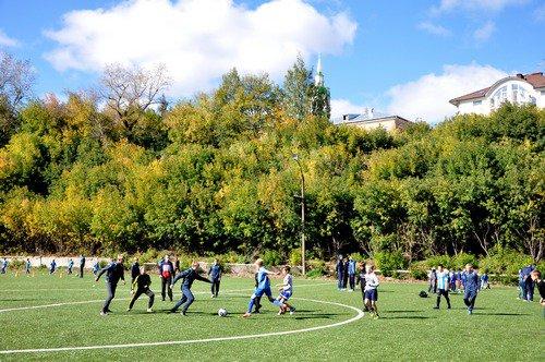 Стадион трудовые резервы в казани, расположенный у парка им горького, состоит из открытых футбольного поля