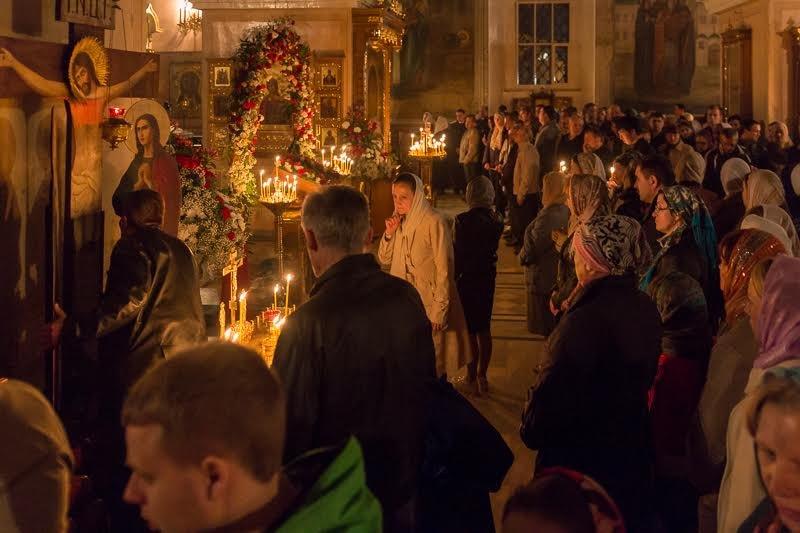 В монастыре Христа Спасителя началось праздничное богослужение