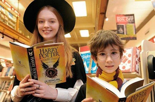 Москвичи засутки раскупили все экземпляры новоиспеченной книги про Гарри Поттера
