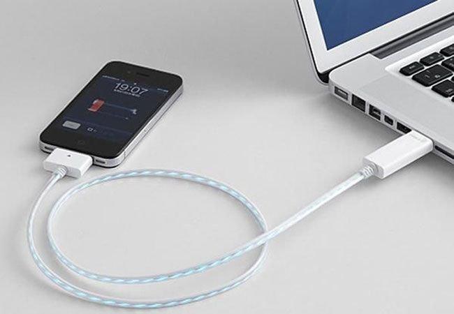 Поддельные USB-зарядки могут красть все данные со телефона