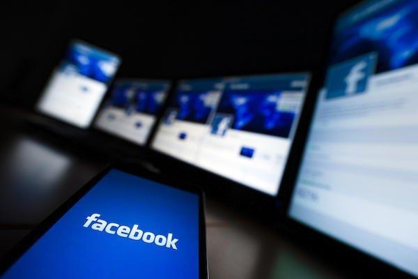 Фейсбук задействует роботов вленте «Популярное»