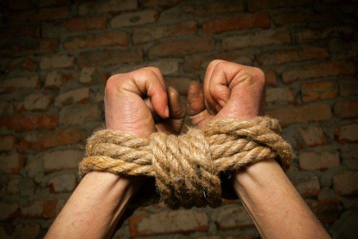 Граждане Афанасьево приковали 2-х братьев кавтоподъемнику