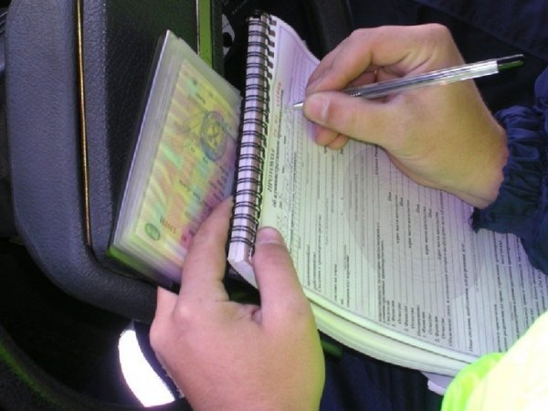Экс-сотрудницу ГИБДД оштрафовали зазлоупотребление полномочиями