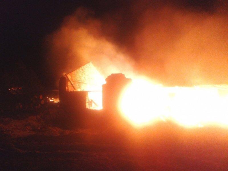 Ночью вСвече на100% сгорела лесопилка
