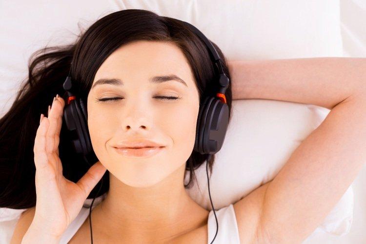 Вборьбе сбессонницей несомненно поможет любимая музыка— Ученые