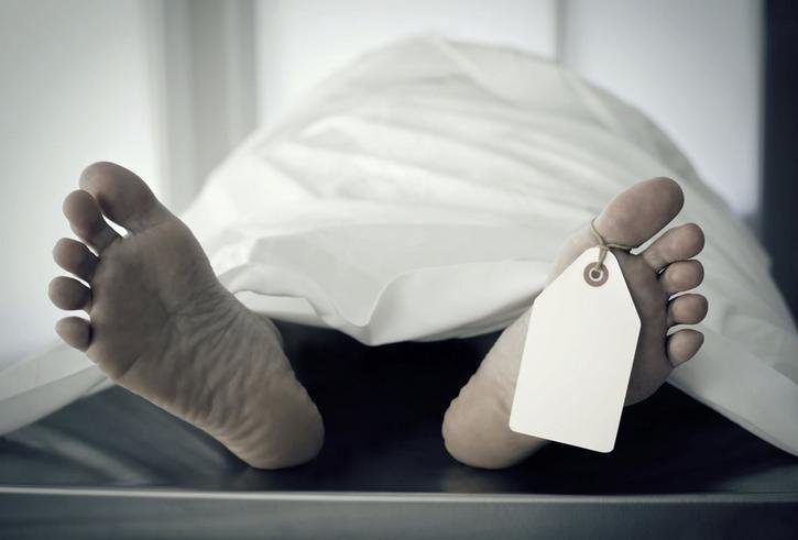ВКотельниче санитарка украла телефон упогибшей вДТП девушки