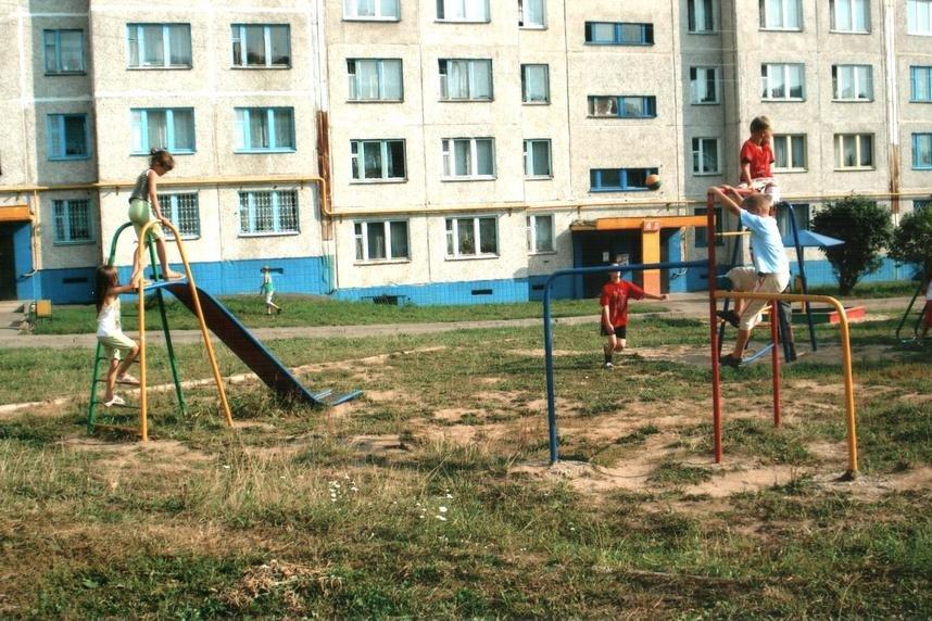 Кировская управляющая компания выплатит компенсацию девочке, которой оторвало палец нагорке