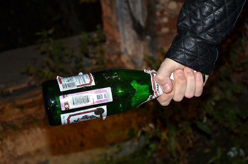 ВКотельниче наулице 88-летнего пенсионера ударили бутылкой поголове