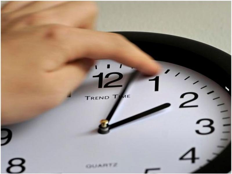 какие регионы рф перевели сейчас стрелки часов на час вперед