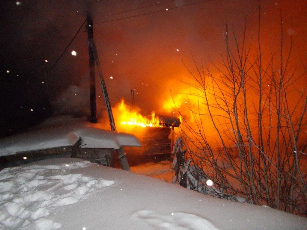 ВКировской области впожаре погибла женщина с 2-мя детьми