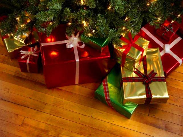 Жители России назвали самые желанные подарки наНовый год