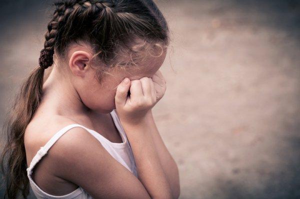 Мужчина надругался над 2-мя маленькими девочками вКирове