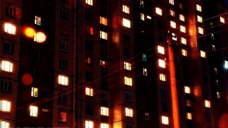 Мужчина, выпавший изокна 5-ого этажа, остался живой
