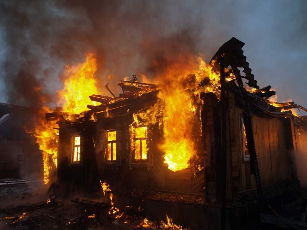 Пятница, 13: вОмутнинске при пожаре сгорели мужчина иженщина