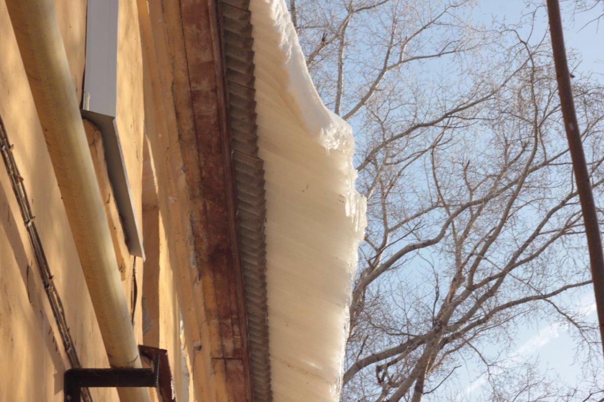ВКирове отпадения снега скрыши пострадал ребенок