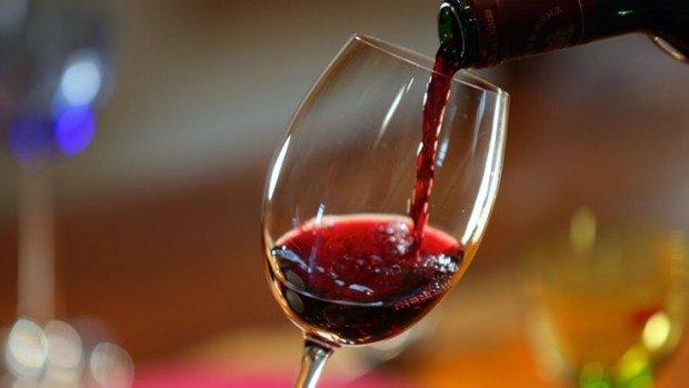 Стакан вина перед сном освободит отожирения— Ученые