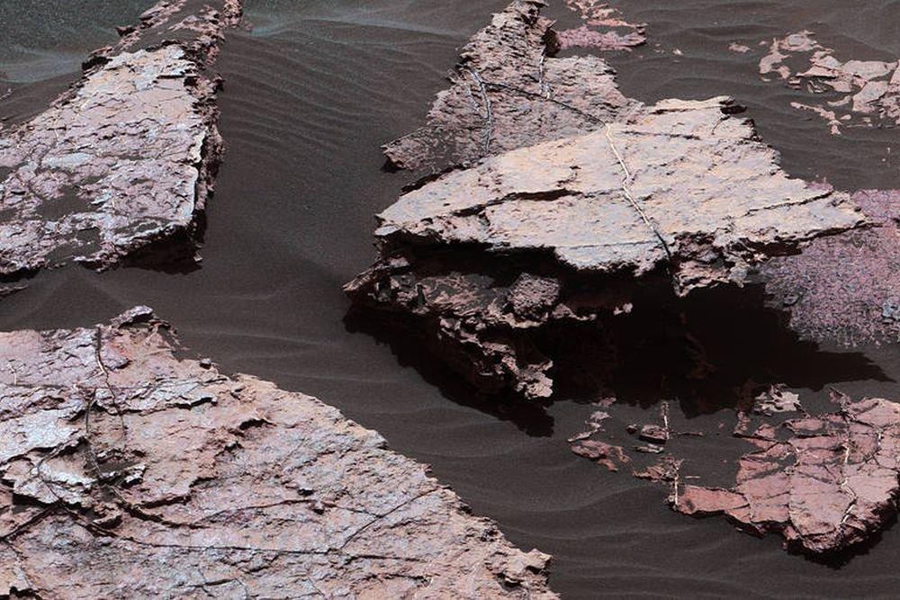 Ученые: грязевые трещины наМарсе информируют о наличие воды впрошлом