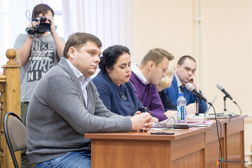 Суд позволил Навальному уехать изКирова до вердикта