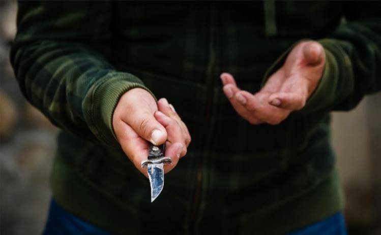 ВОмутнинске налётчик сножом пощадил беременную продавщицу