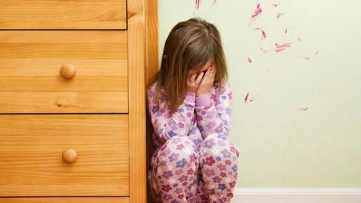 Мать отправили налечение за беспощадное обращение с4-летней дочерью