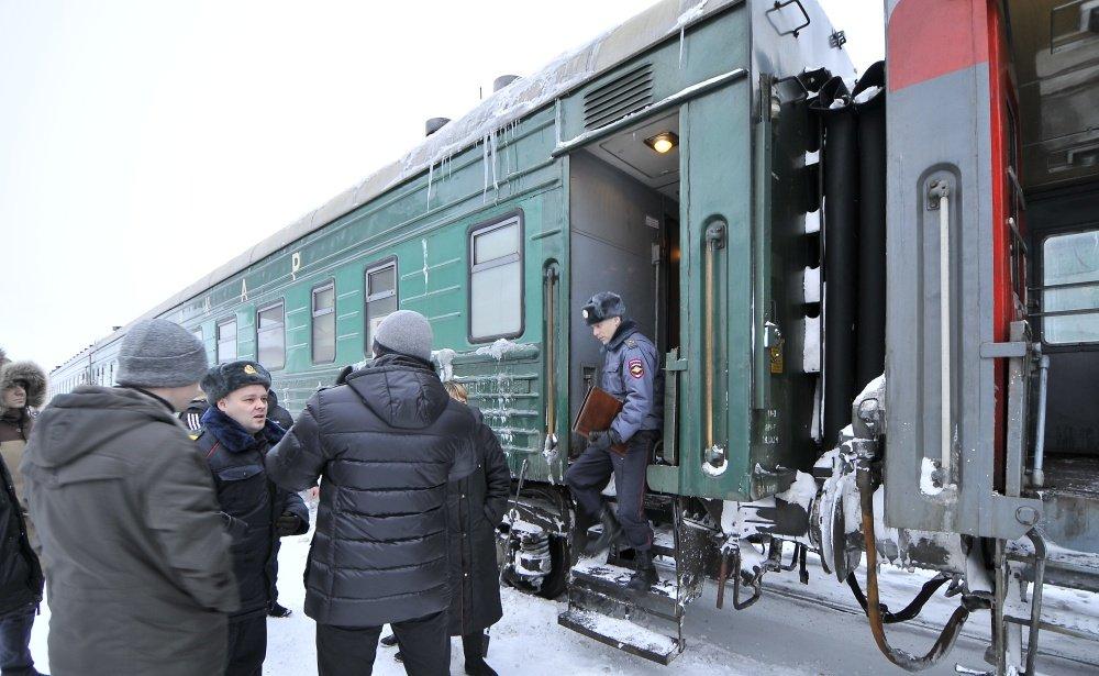 Пассажир поезда похитил усоседа покупе 10 тыс. руб. ипаспорт