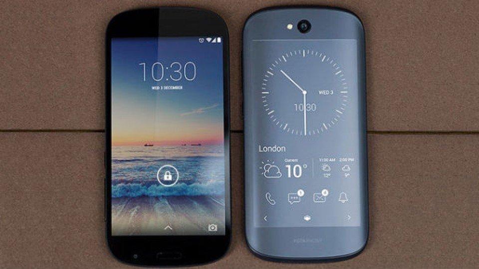 Выпуск YotaPhone 3 откладываться из-за трудностей с деньгами