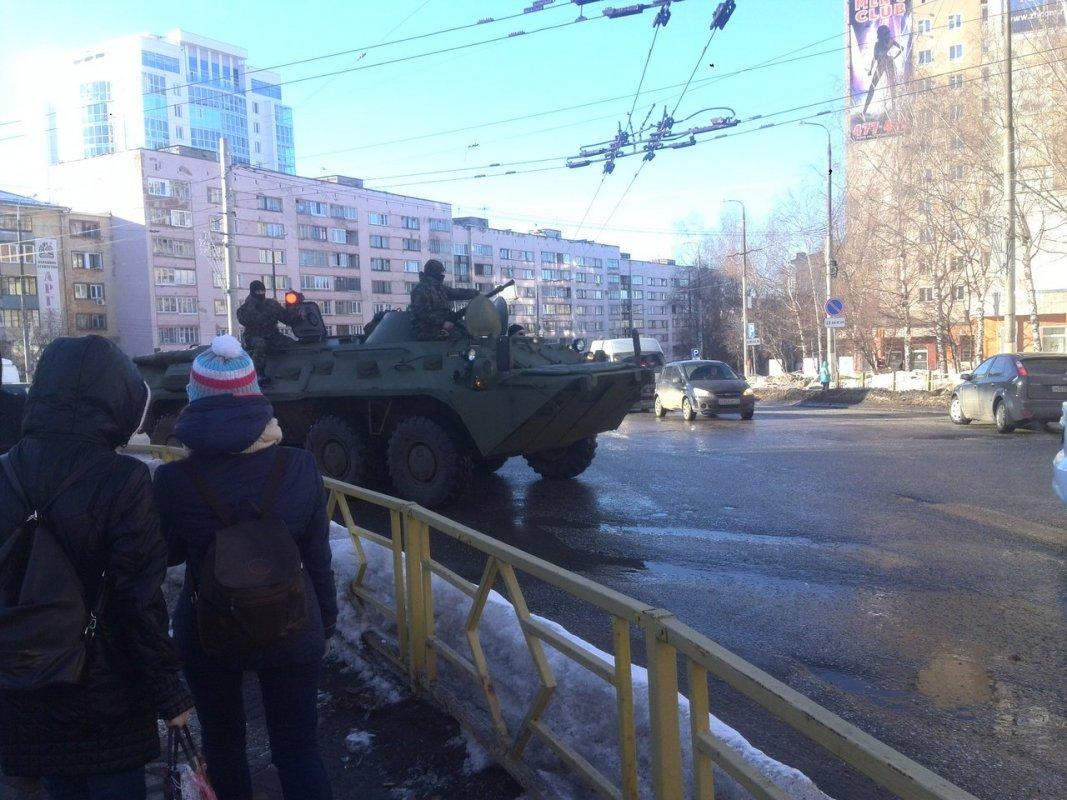 БТР на дорогах Кирова удивил кировчан