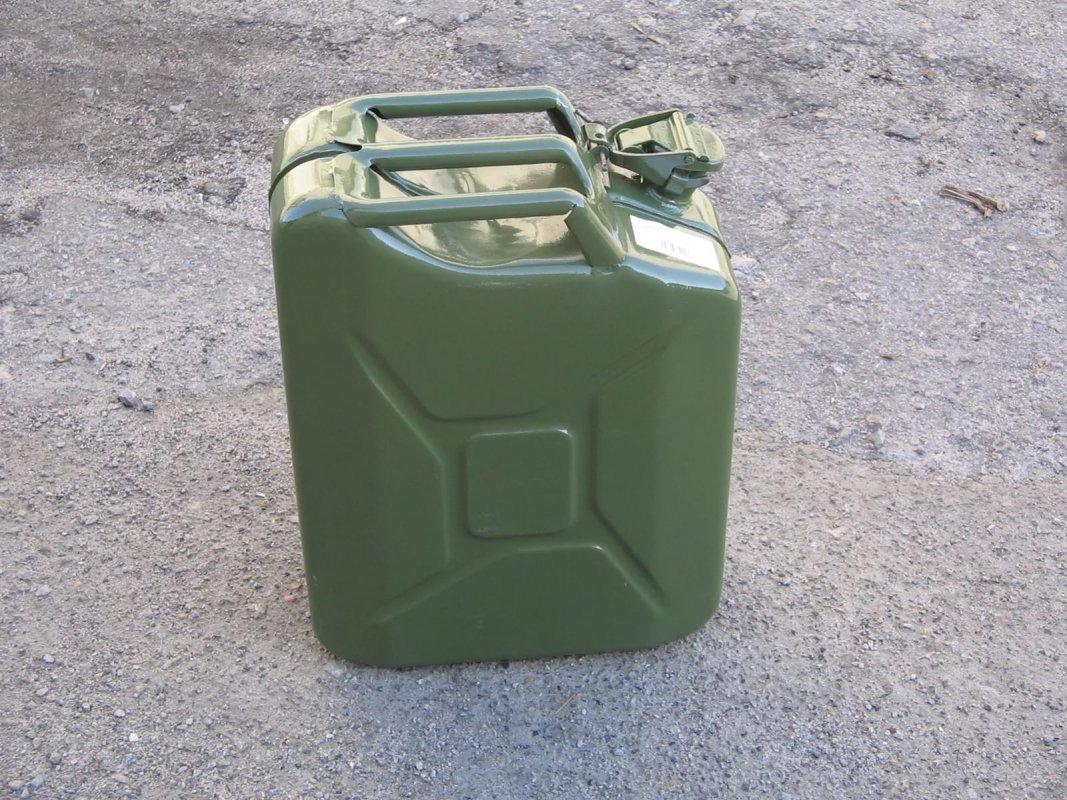ВКировской области полицейского облили бензином игрозили спалить