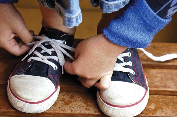 Ученые узнали, почему шнурки часто развязываются