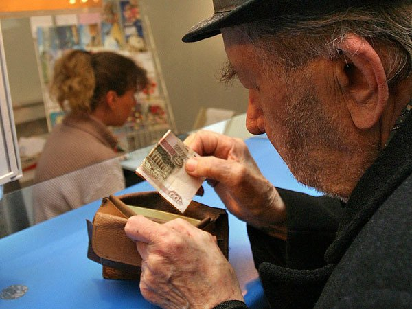 Сотрудница банка украла деньги уветерана ВОВ