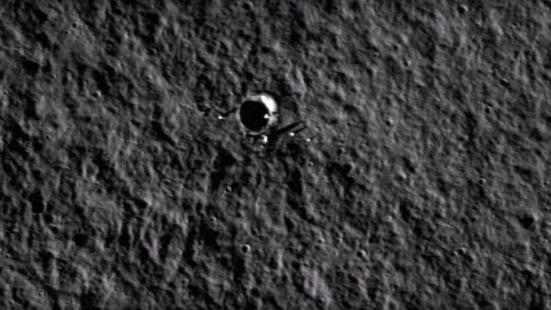Уфологи отыскали наЛуне таинственный чёрный НЛО