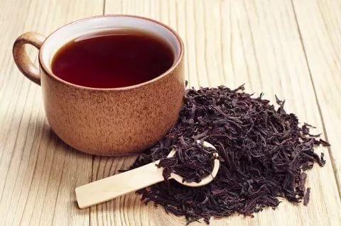 Черный чай помогает сражаться слишним весом