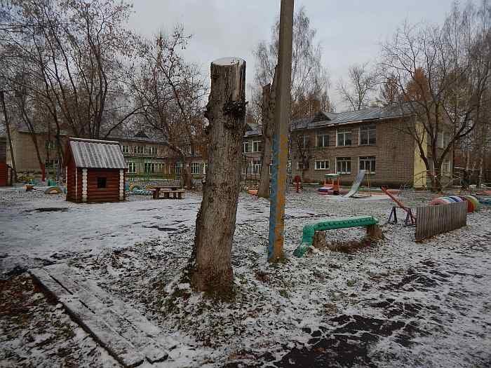 ВОмутнинске натерритории детского сада отыскали труп