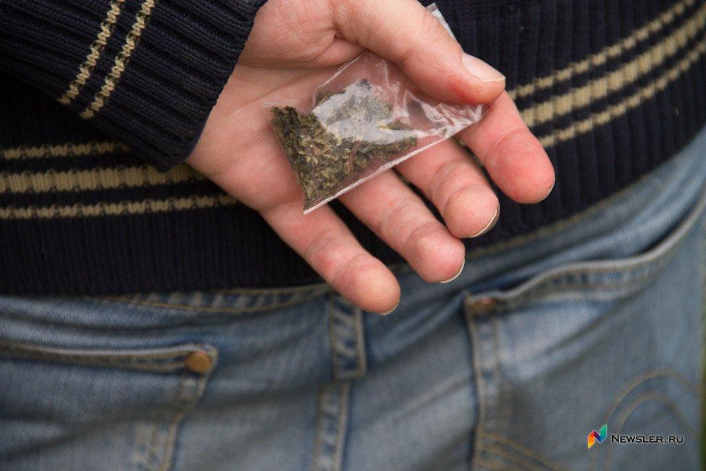 Оперативники ФСБ задержали сотрудника вневедомственной охраны скрупной партией наркотика