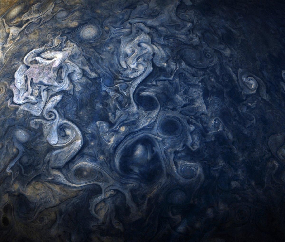 Зонд NASA сразил снимками облаков Юпитера, сходных накартины Ван Гога,