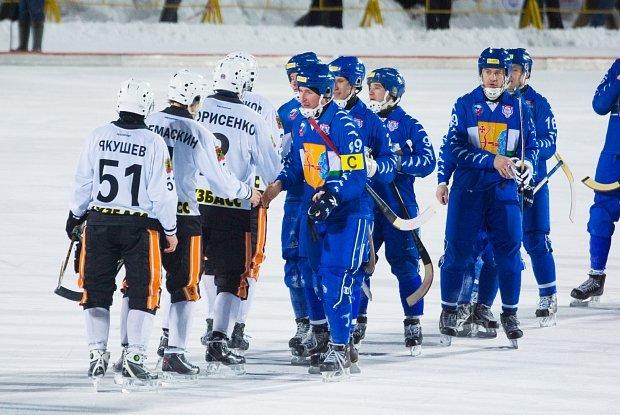 Хоккейный «Кузбасс» впервый раз за5 лет обыграл «Родину»
