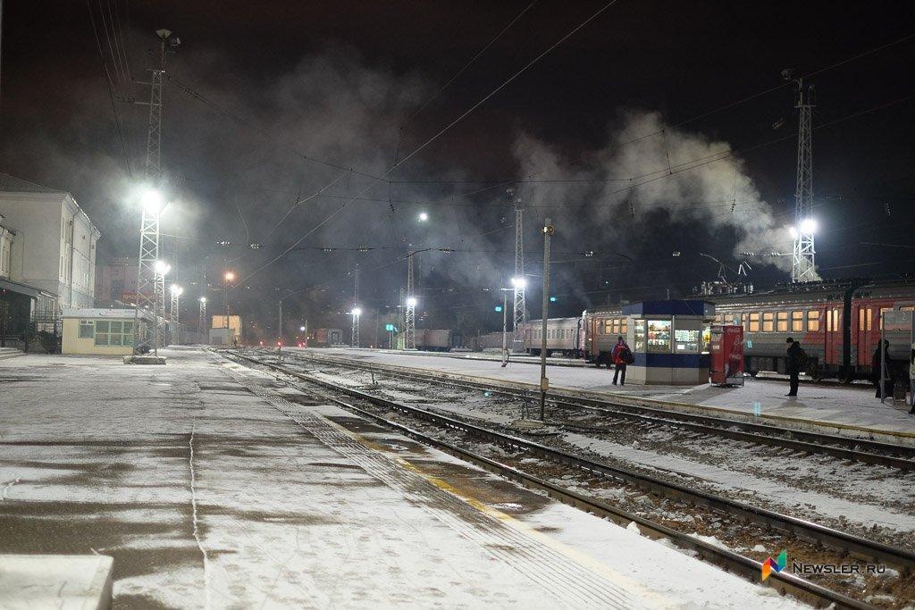 ВКирове проводник поезда снял скарты пассажира все деньги иуехал