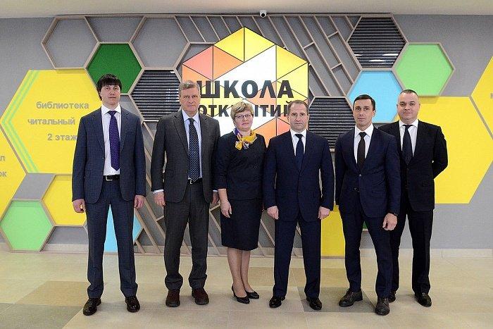 Михаил Бабич оценил новую школу в микрорайоне Урванцево
