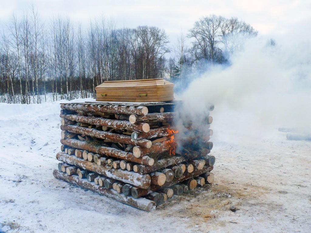 «Восславьте Анатолия!»— Кировские язычники сожгли тело умершего товарища накостре