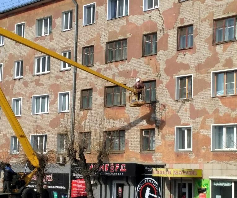 ВКирове дом треснул отпервого этажа досамой крыши