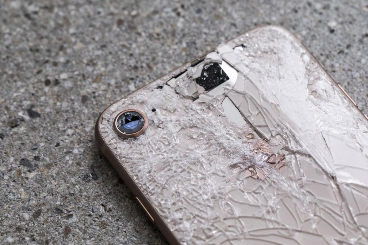 Вкировском кафе парень сдевушкой разбили друг другу айфоны
