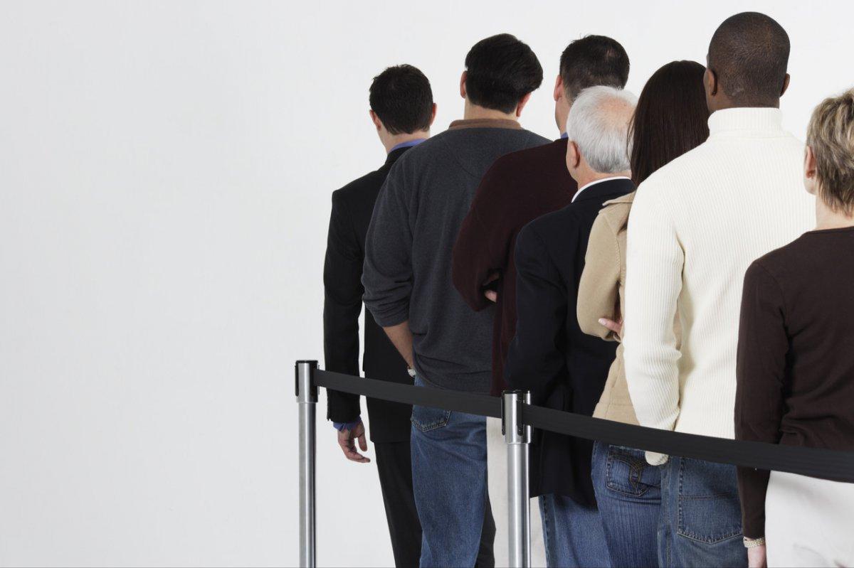 видео картинка клиенты стоят в очереди вырастил