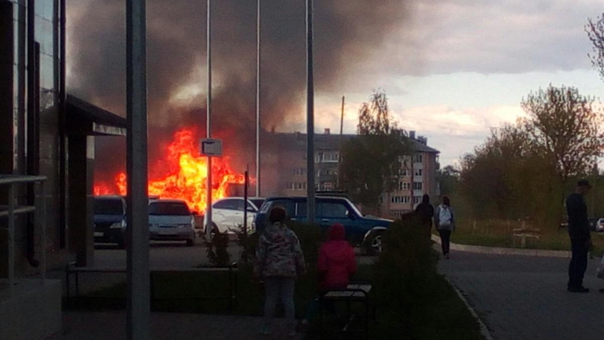 В Слободском полыхал гараж для мотоциклов