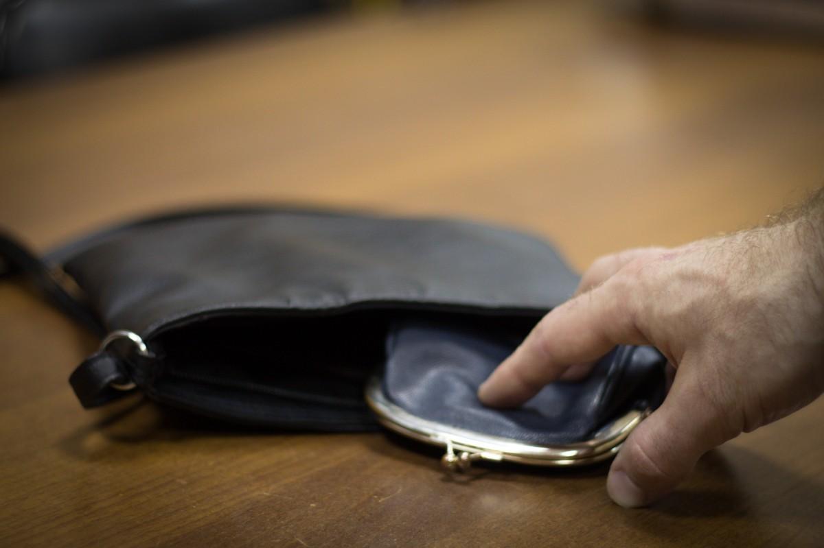 Курянин украл кошелёк у посетительницы развлекательного центра и там же потратил деньги