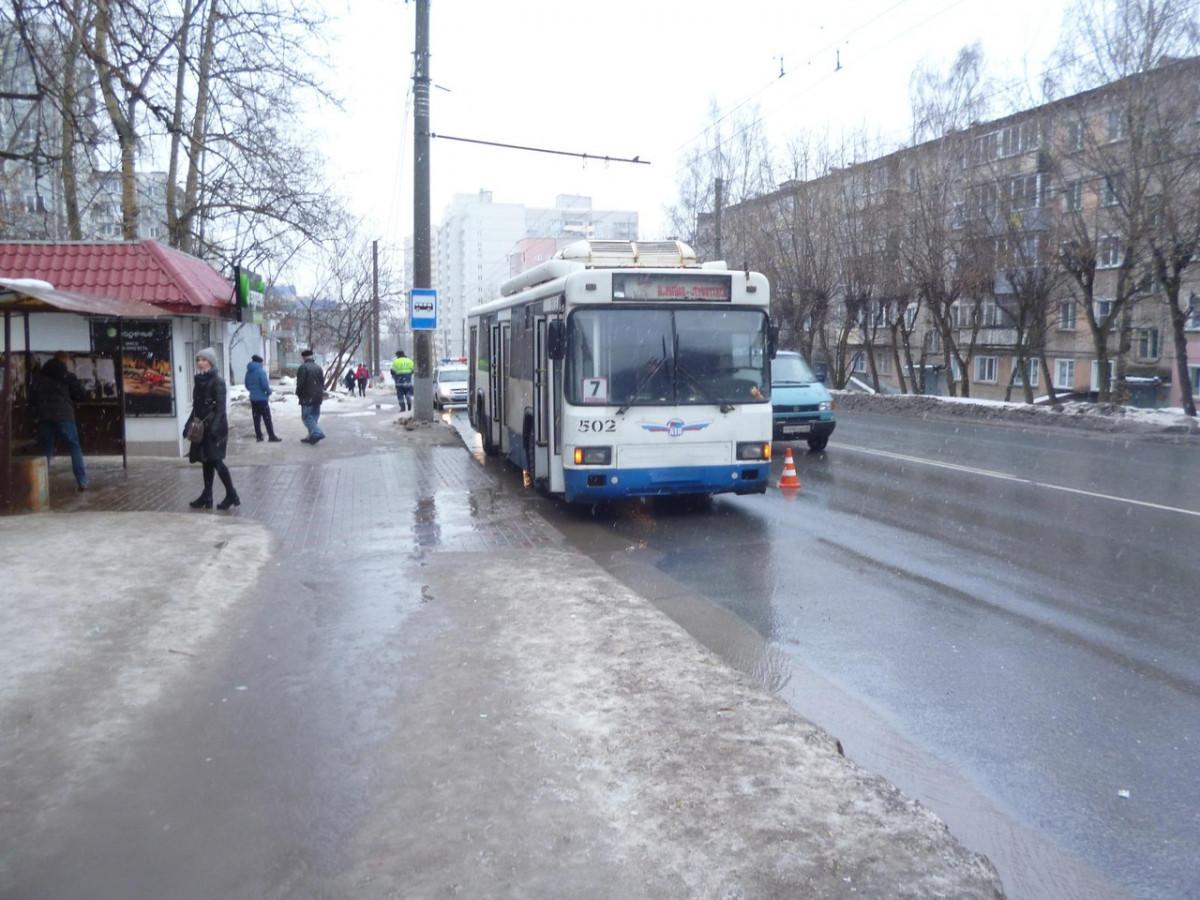 клиентами совсем фото мужчина которого переехал троллейбус белгород совсеми фото, как